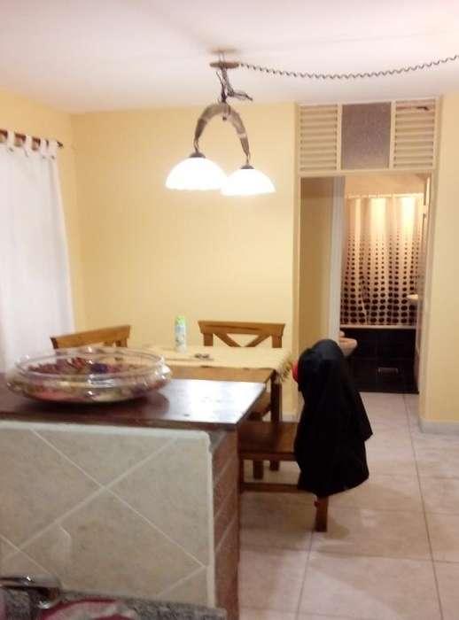 Departamento dos dormitorios con habitación y baño de servicio. Reciclado