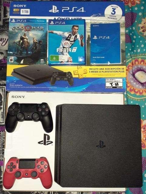 PlayStation 4 / 1 Terabyte / 2 Controles originales / FIFA 19 GOD OF WAR / GARANTÍA .
