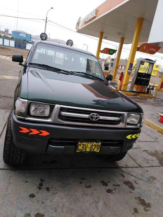 Toyota Hilux 1999 - 130918 km
