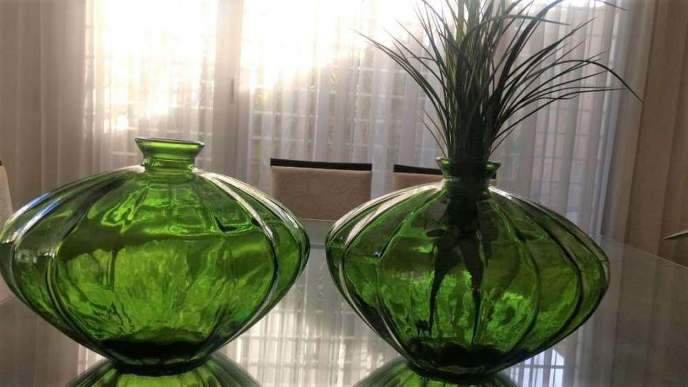 Vendo par de floreros de cristal nuevos