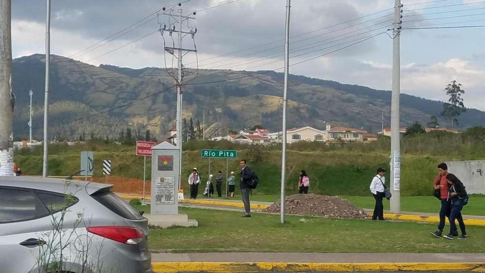 Lote de Venta en el Valle de los Chillos / Frente al Hipermarket