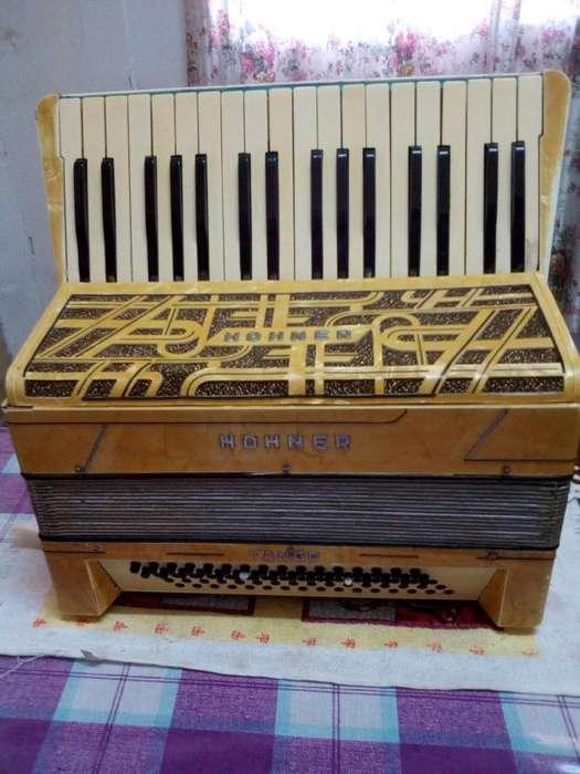 ACORDEON A PIANO HOHNER