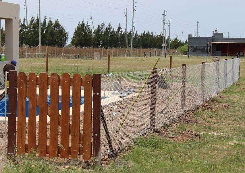 <strong>puertas</strong> Portones Para pileta en madera saligna realizados a medida