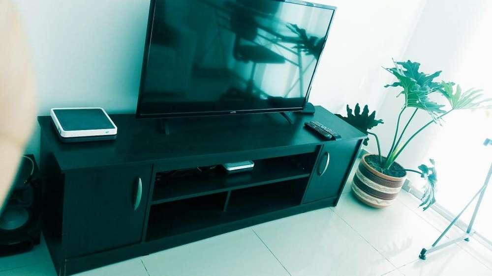Escritorio de vidrio y Mueble para TV o adornos