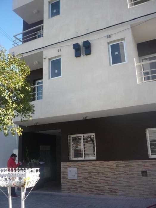 Particular alquila excelente departamento Barrio La Loma: 41 e/30 y 31