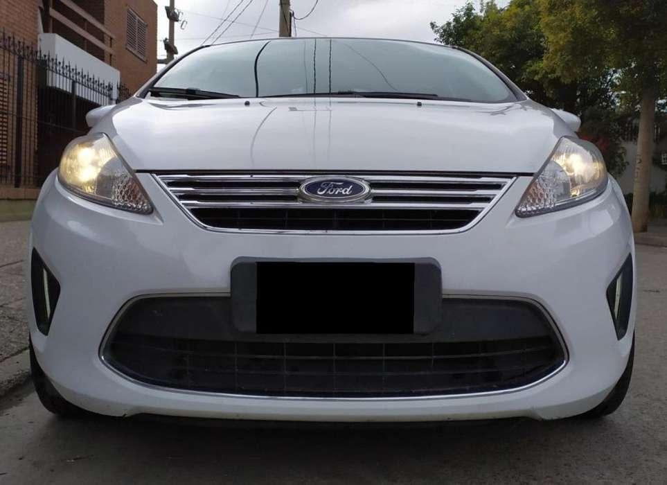 Ford Fiesta Kinetic Sedán 2012 - 87000 km
