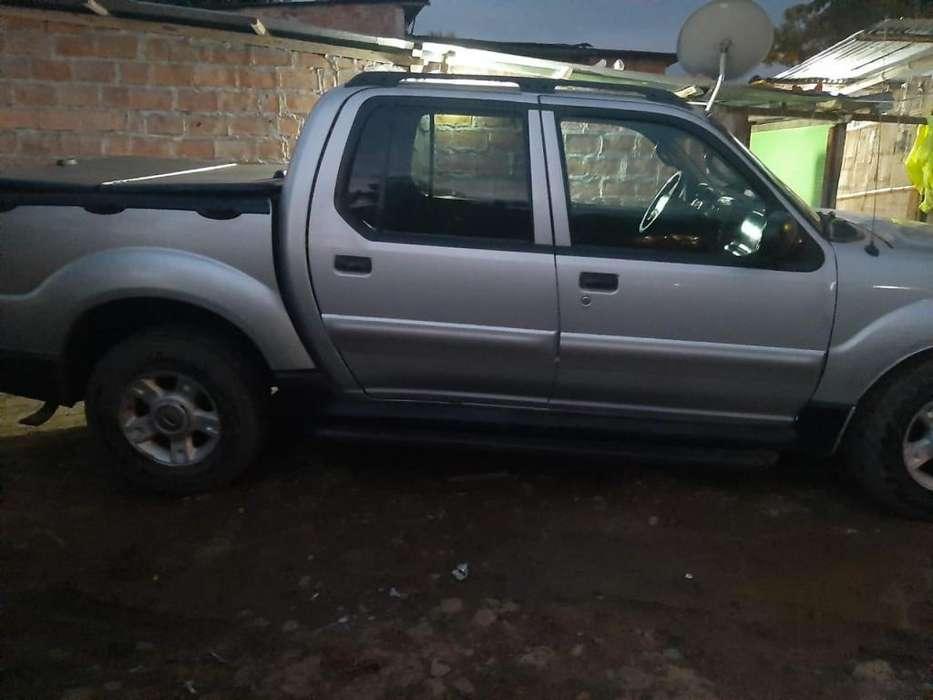 Ford Explorer 2005 - 100000 km