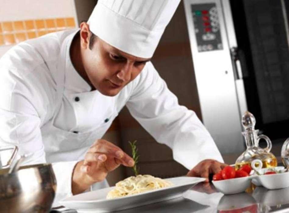 Se Necesita Cocinero con Experiencia...