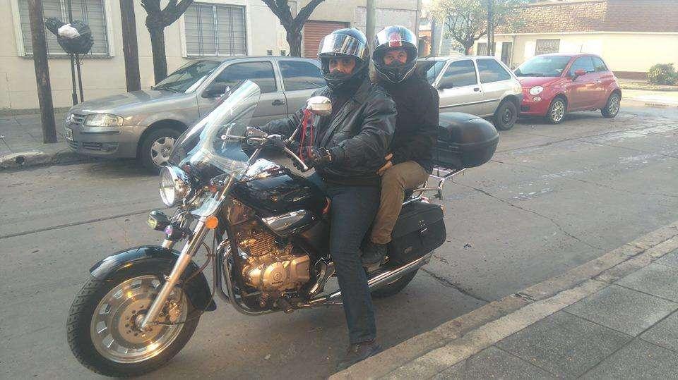 Moto Beta EURO 300 Negra, equipada Rutera - IMPECABLE, solo viajes !!