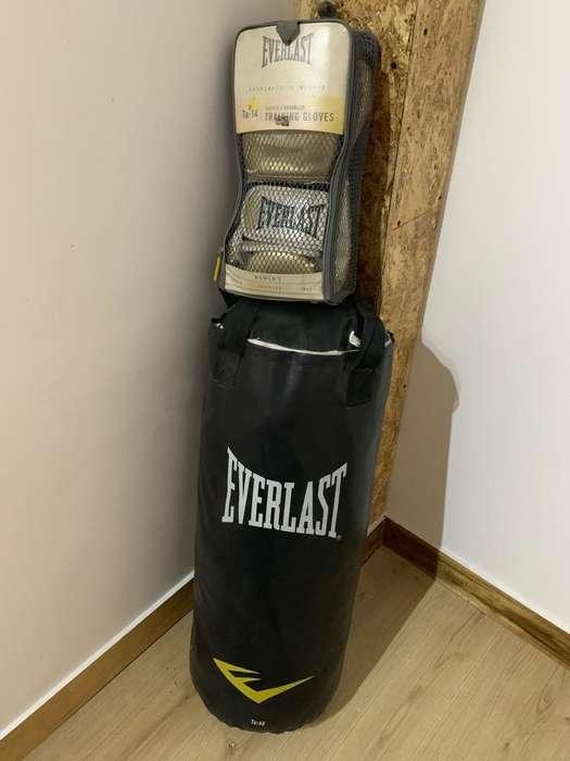 Vendo Saco de Boxeo con Guantes 10/10