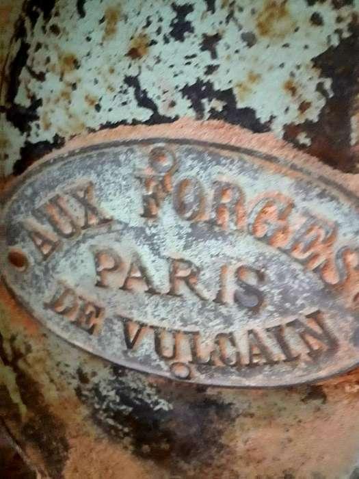 Pie Y Mesada de Tupí. Fundición Francesa