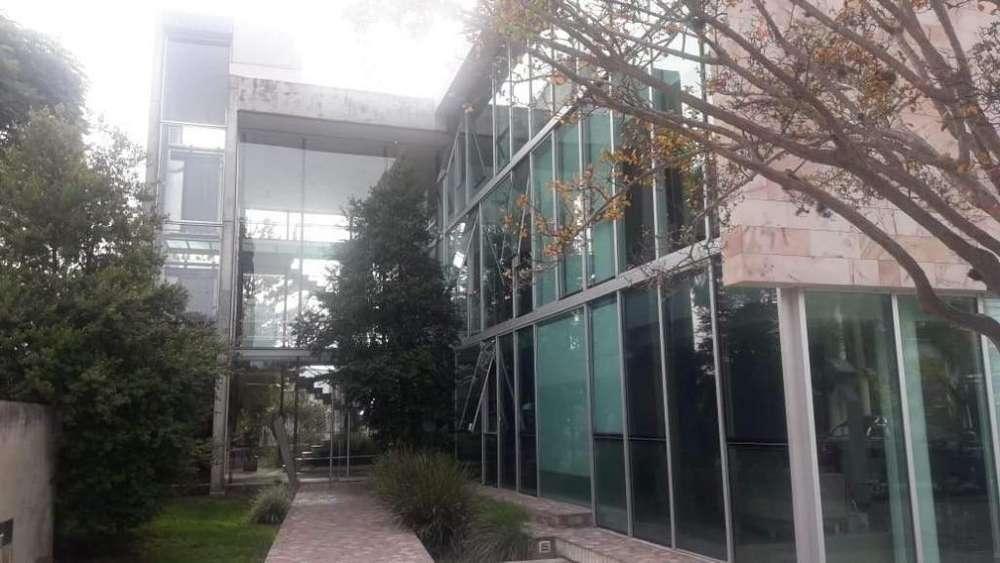 oficina de categoría en alquiler en Cerro de las Rosas
