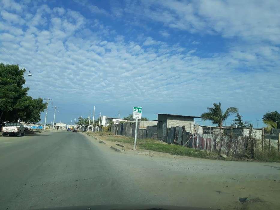 Terreno en venta esquinero de 256 m2, sector Velasco Ibarra, Muey