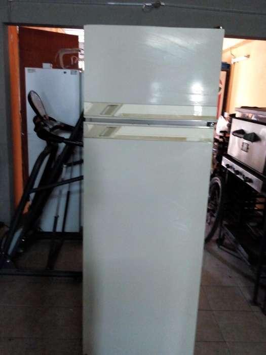 Vendo Excelente Heladera con Freezer