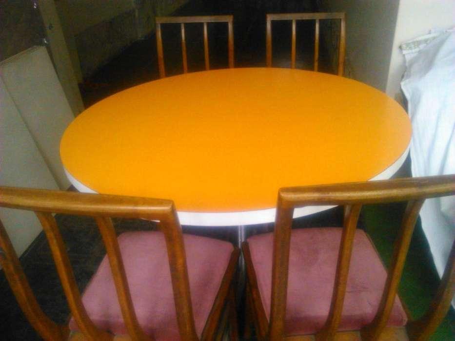 VENDO: Mesa y 4 sillas, en muy buen estado