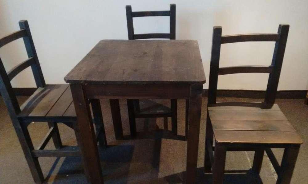 Vendo 7 sillas y 3 mesas para negocio