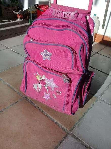 vendo mochila escolar grande marca LSDzona quilmes