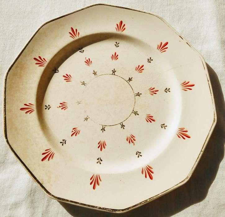 Antiguo plato de porcelana de Inglaterra