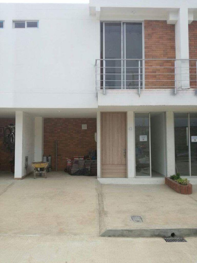 Casa en La Estancia 3, para entrega inmediata. Luis Parada, 3209475599.