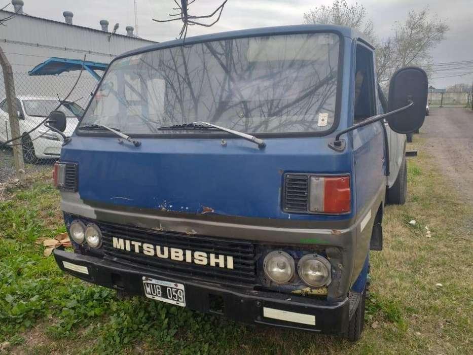 Vendo Camion Mitsubishi Canter '81 5.000 kgs en Venta Rosario Clasificados Vehiculos