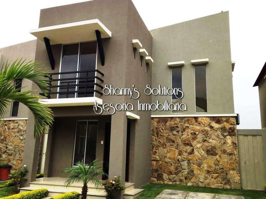 Terranostra se renta casa de dos pisos con 3 hab, patio y jardin frontal incluye cortinas y aire