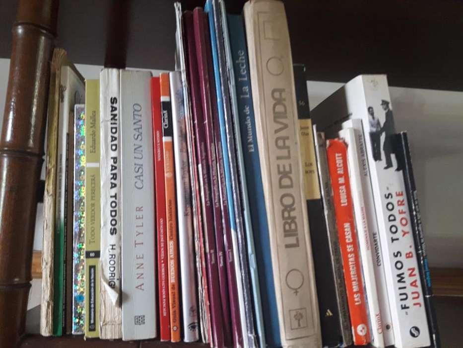 Lote 22 Libros de Interes General