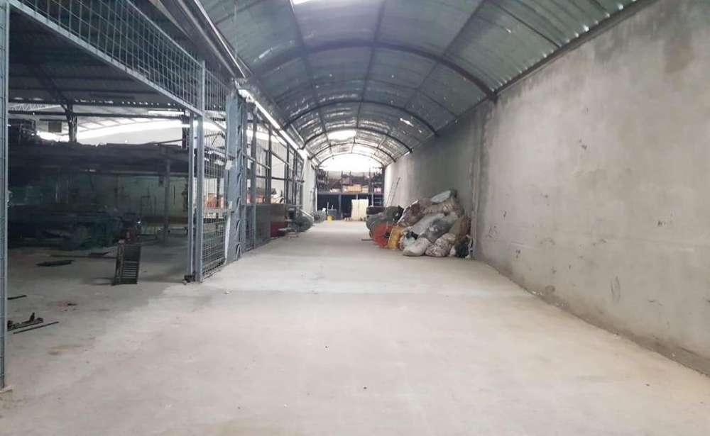 Calderón, galpón en arriendo, 1 ambiente, 675 m2
