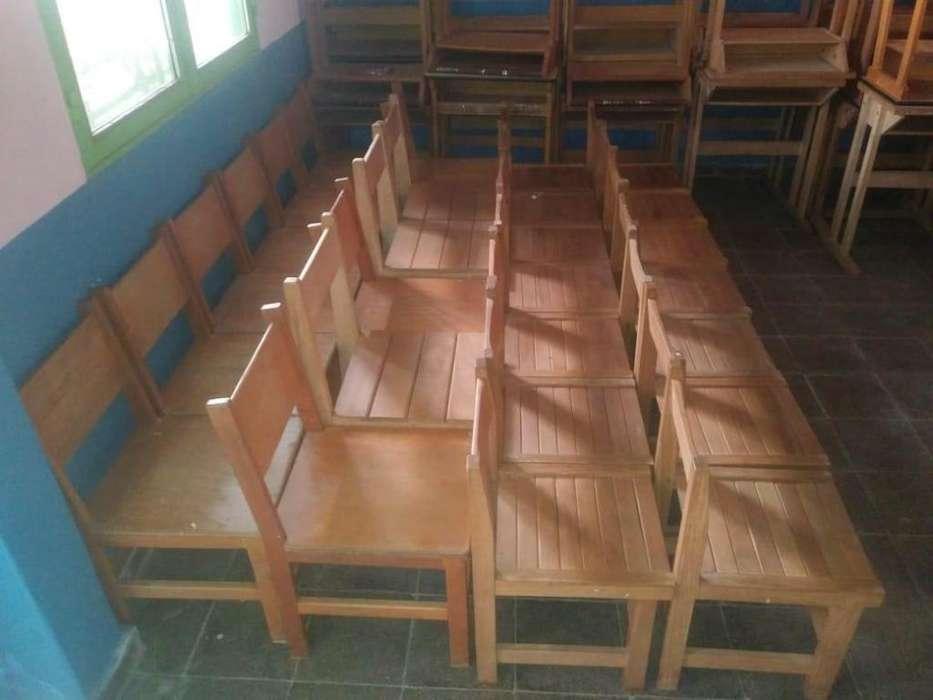 Bancos y <strong>silla</strong>s escolares de madera