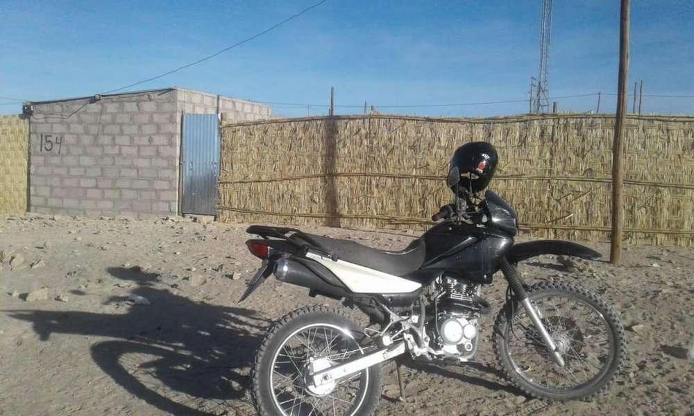 SE VENDE MOTO WAXIN MOTOR 200 AÑO 2014