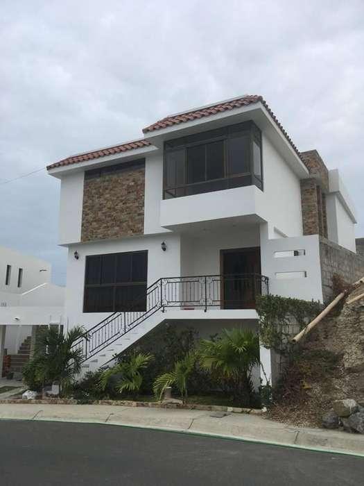Casa amoblada en venta en la exclusiva Ciudadela Altos de Manta Beach, 3Hab, 4Bañ, 385 Mtr2