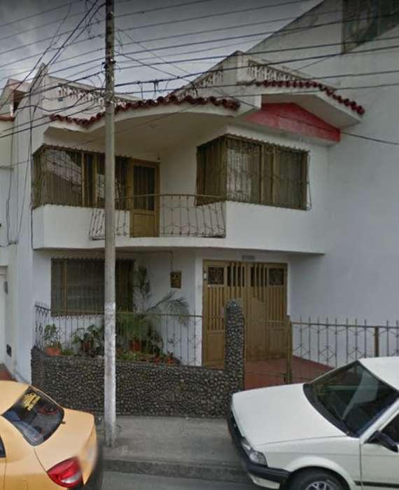 SE ARRIENDA <strong>casa</strong> GRANDE BARRIO LA CAROLINA. INFO.3014422598