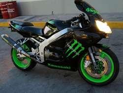 Kawasaki Zxr600. No Honda Yamaha Suzuki
