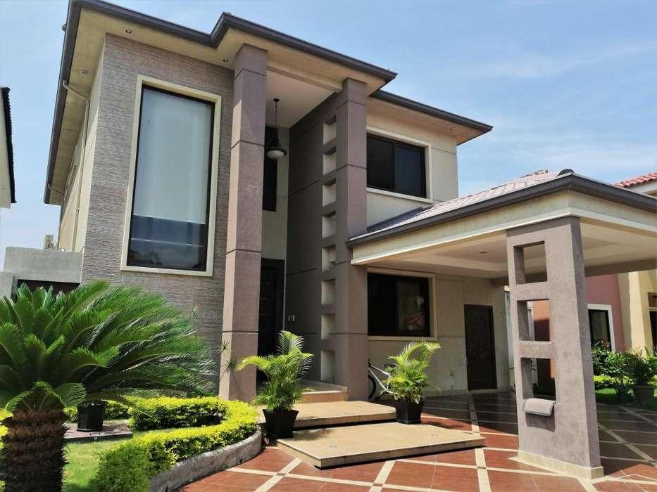 Vendo Preciosa y Amplia Casa (<strong>ciudad</strong> Celeste)