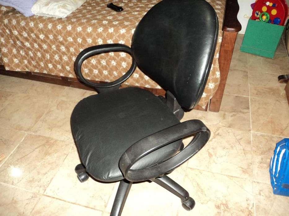 <strong>silla</strong> Giratoria Usada Impecable Ecocuero Negro