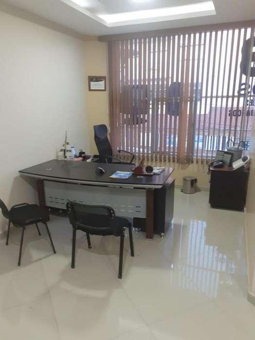 Se alquila oficina completamente amoblada en Avenida Flavio Reyes
