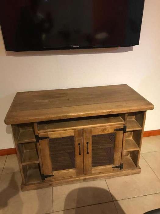 Mueble para tv con puertas y estantes