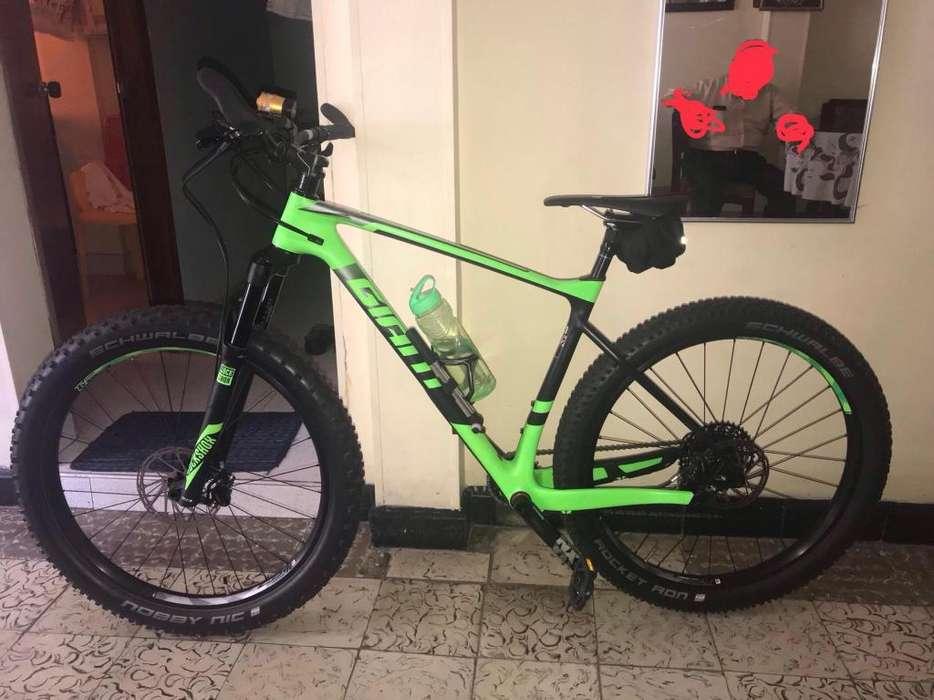 Bicicleta Gigant Carbono 11 Vel Sus Rock