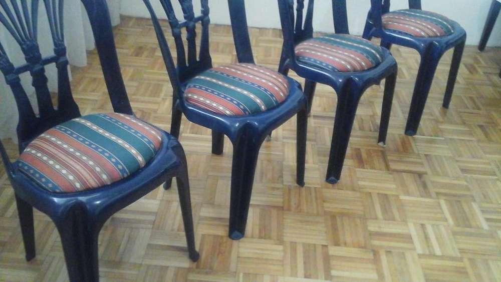 vendo juego de 4 <strong>sillas</strong>.