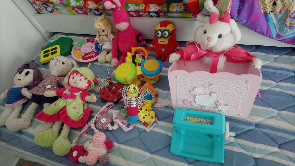 Bolsa gitante de juguetes de alta calidad (con musica, hablan, tejidos a mano) miralos