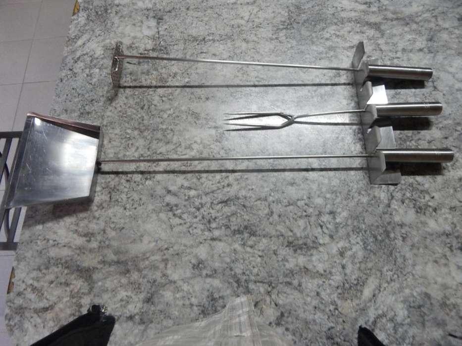 juego de pala ,tenedor,atizador ,y organizador para asador de