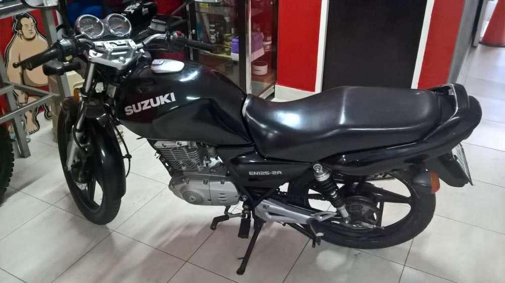 Moto Suzuki en 125 Venezolana