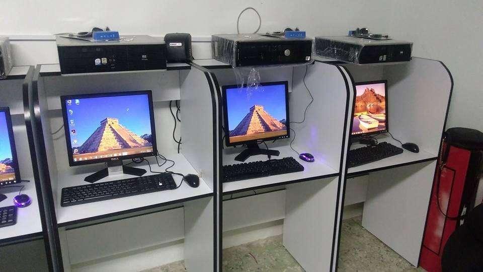 3 Torres y equipos para salas de internet.