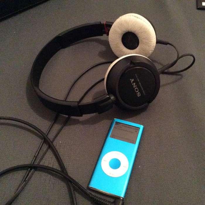 iPod de 4Gigas Y 600 Discos Y Audifonos
