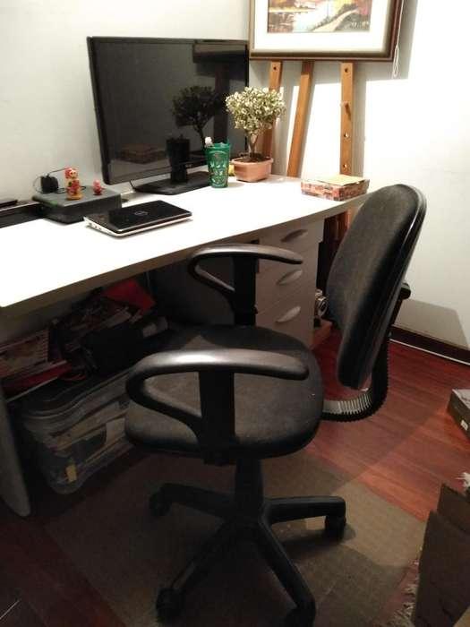 Se Vende <strong>escritorio</strong> Y Se Obsequia Silla