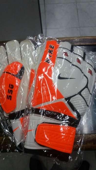 Guante de Arquero Ssg Nike con Férula protección.