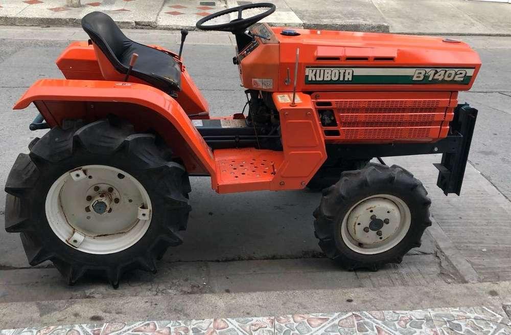 Tractor Kubota con Cuchilla