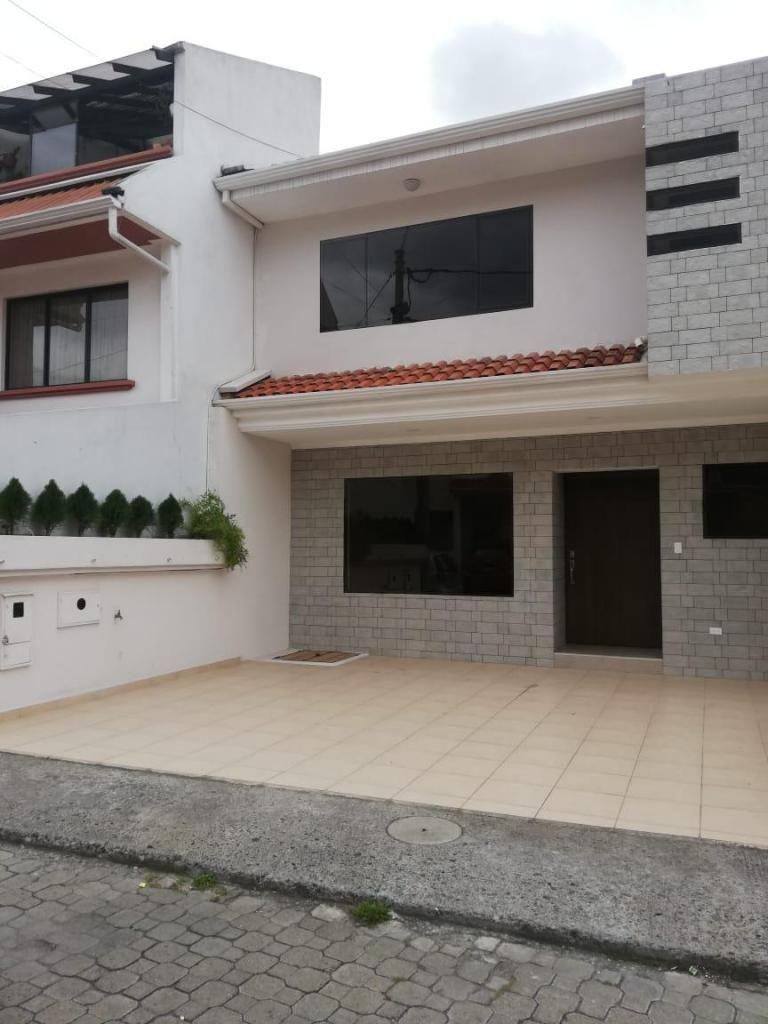 Casa de Venta Urbanización privada sector Av. Diez de Agosto