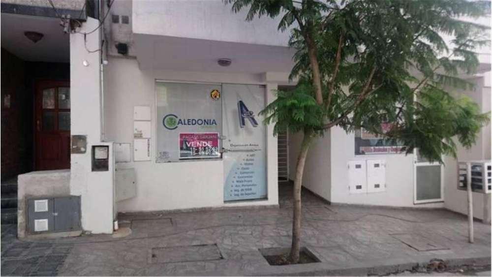 Mariano Moreno 300 - UD 65.000 - Local en Venta