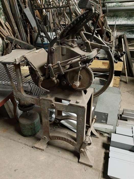 Maquina de Imprimir Guttenberg Antigua