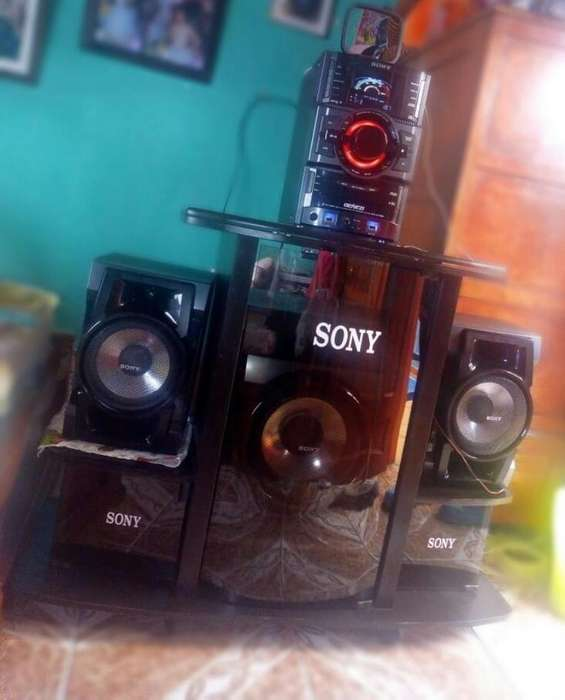 Vendo Equipo Sony con Mueble en Muy Buen
